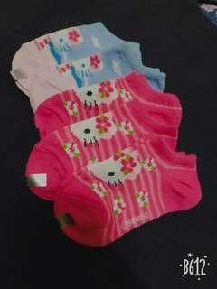🚚 Hello Kitty女童襪 買五送一 只有一組