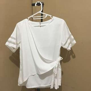 white top / blouse