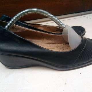 Crocodille Wedges For Women shoes size 39. Original Autentik 100%.