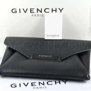 Givenchy Antigona Clutch in Black Leather