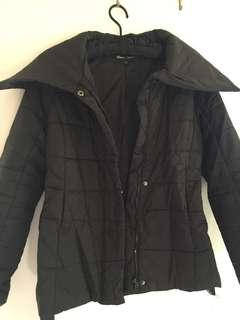 Puffer jacket with wide collar - black