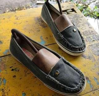 Roxy flat shoes