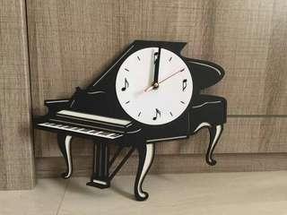 Jam Dinding Piano