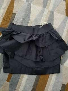 BNWT black peplum short skirt