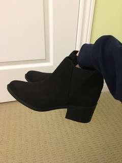 H&M black booties size 37 (6-7)