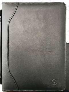 iPad Leather Case w/handle 19 x 26cm