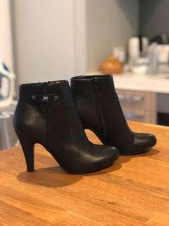 Flattering Black boots