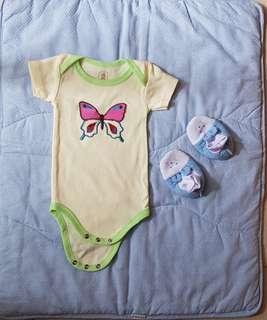 Bodysuit dan Sepatu Bayi