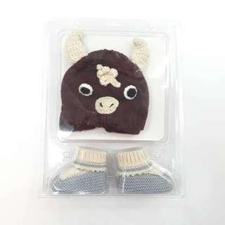 Baby knitted hat and socks set