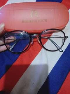 kacamata -2 kanan kiri, dipakai bgs bgt yaa
