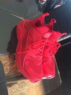 Nike triple red huaraches