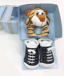 Baby shoe and toy set