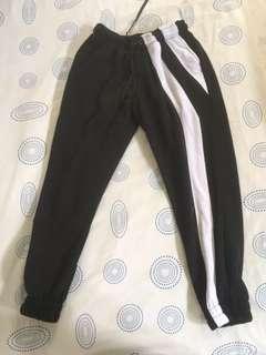 Celana Jogger Hitam Putih (2)