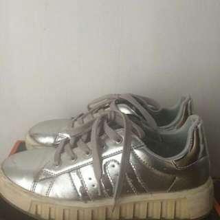 [PRELOVED] Donatello White Sneakers