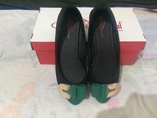 Cardinal flat shoes