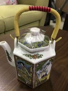 Teapot with 2 cups
