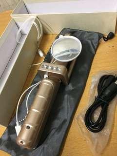 配備前鏡加打燈自拍神器
