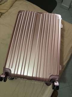 Light weight luggage 28 inch