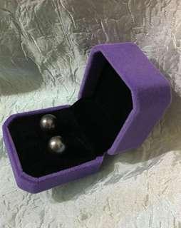 耳環7.3mm淡水珠~深銀灰色~Lustrous 7.3mm freshwater pearl earrings~dark silver grey color