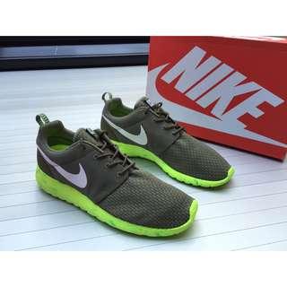 621e32fbe102 New Authentic Nike Roshe Run Men s 10.5