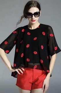 Black top with lips 👄 pattern