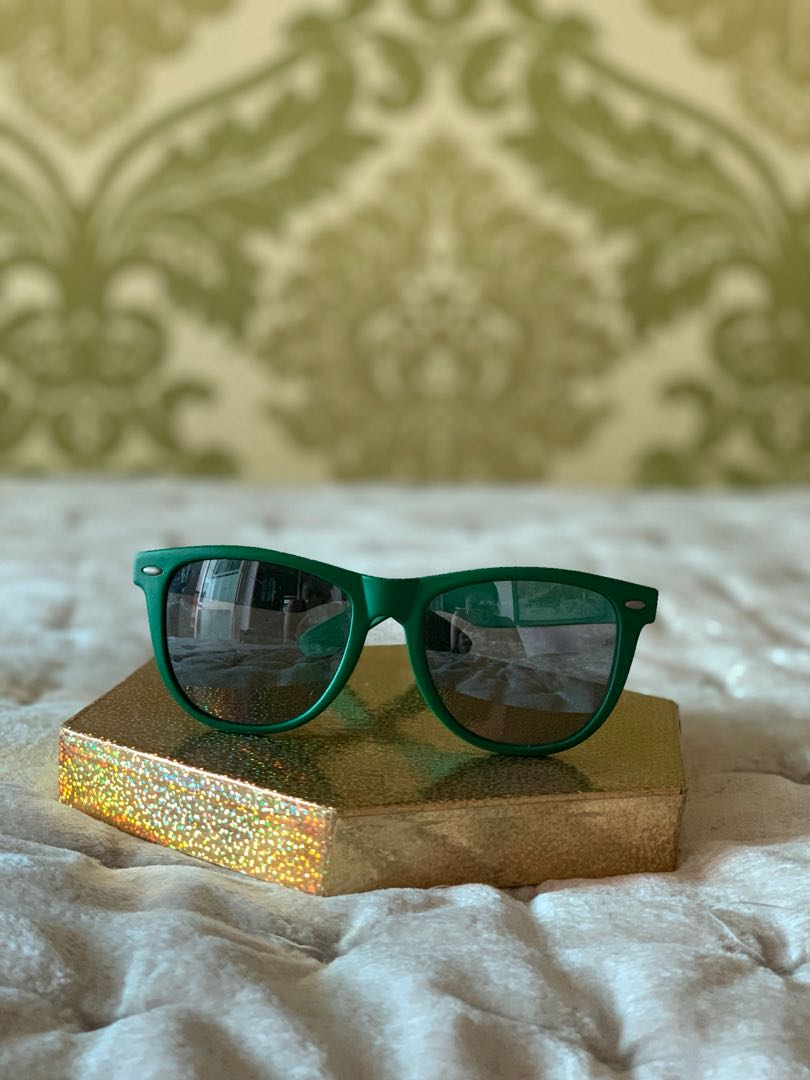 69d4c048df5 Green Ray-Ban style sunglasses