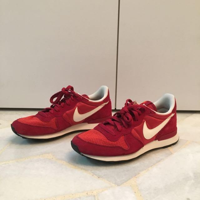 new concept 3ddab aebc7 Nike Internationalist Red, Men s Fashion, Footwear on Carousell
