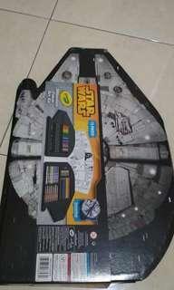 The Star Wars Millennium Falcon Art Case dari crayola,