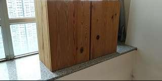 減價益街坊。。。雙門實木櫃。