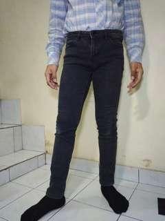 Celana UNIQLO Skinny Jeans ORIGINAL Ukuran 31/32