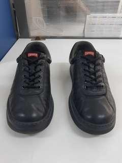 Sepatu Camper