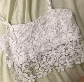 🚚 cheris white lace spag crop top