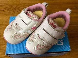 Preloved ASICS Baby Girl's shoes in US7.5/UK6.5 In very good condition 9.5/10