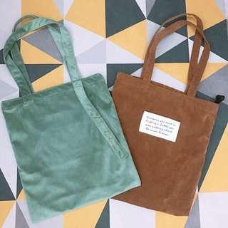 🚚 轉售👜 薄荷綠絲絨字母刺繡肩背包 焦糖燈蕊絨字母肩背包 提袋 環保袋 購物袋 帆布袋