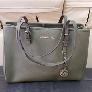 bb03f315c8a1 Michael Kors Jetset Travel Large Tote Bag in Olive Green