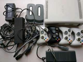 XBox360 主機加配件一堆 $400全走。不散賣!!