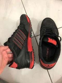 🚚 Adidas 鞋子