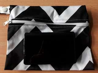 mini wallet? comes tgt w a pouch too