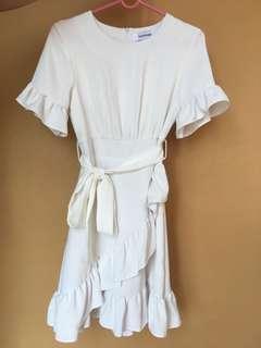 🚚 White Ruffled Hem Dress [Editors Market]