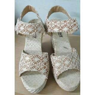 🚚 蕾絲厚底鞋
