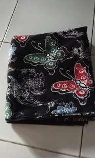 Kain Batik Kupu Hitam