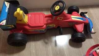 Kid's car with easy pedals