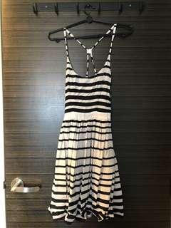 🚚 H&M cross back sun dress