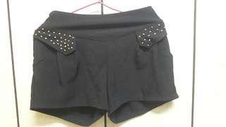🚚 黑色短褲