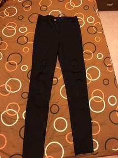 🚚 黑色破洞長褲