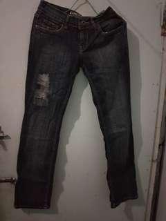 Jeans biru tua
