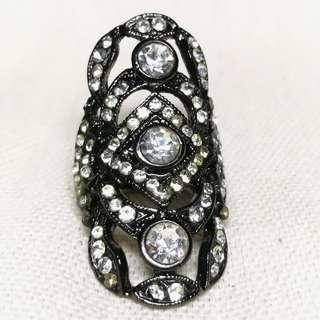 H&M Jewelled Black Knuckle Ring
