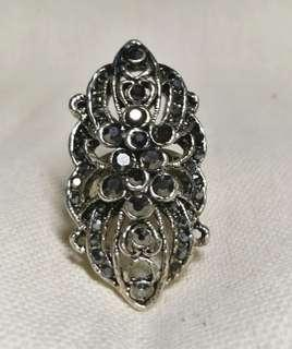 H&M Jewelled Black Knuckle Ring 2