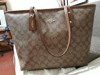 Slightly use ORIGINAL COACH BAG looking for new owner