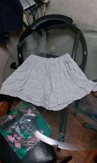 灰色短褲裙